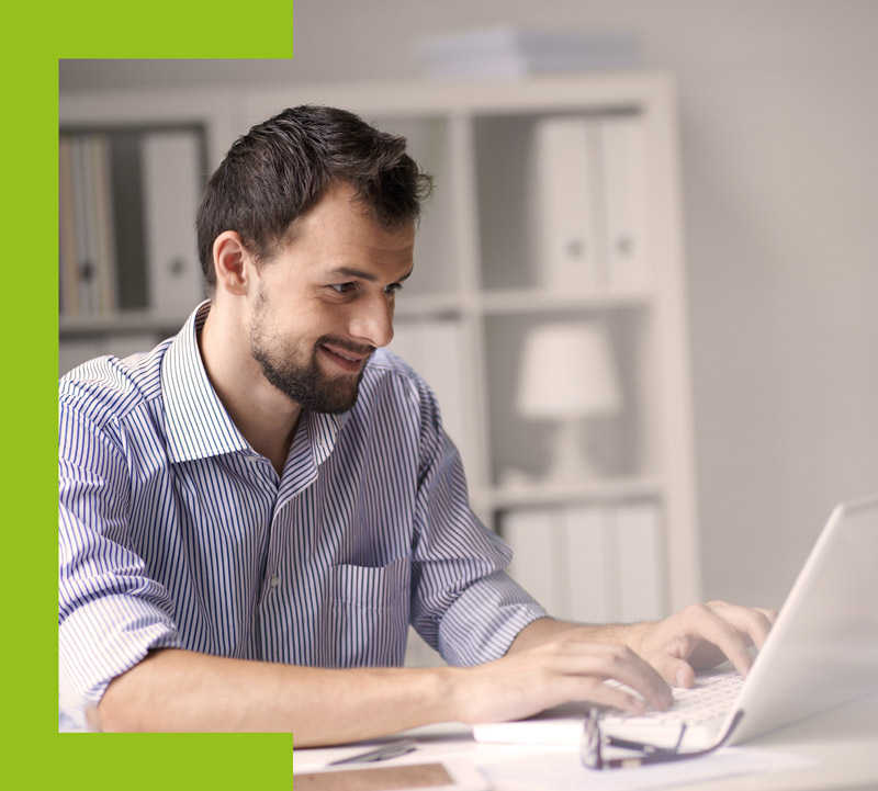 Ein Technischer Redakteur beim Verfassen einer Technischen Dokumentation